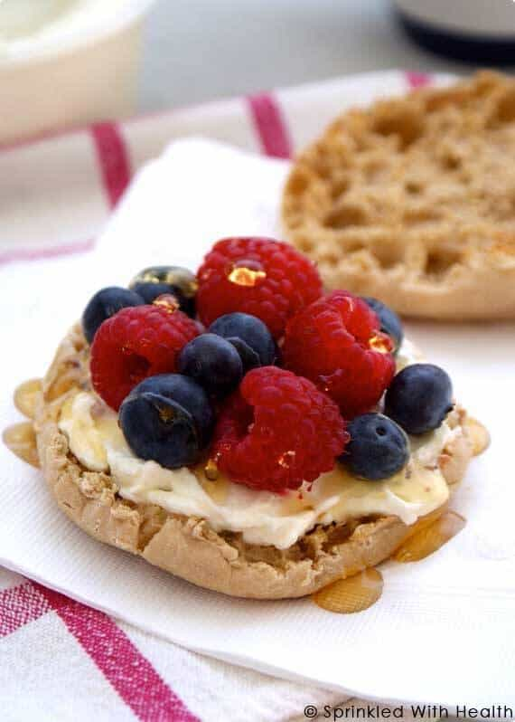 muffin-with-berries-