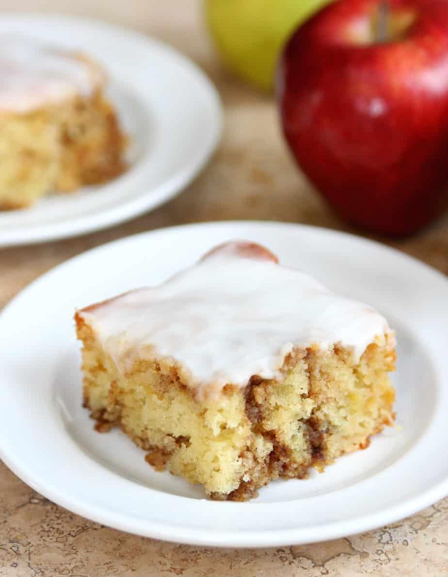 Apple Cinnamon Roll Cake 1