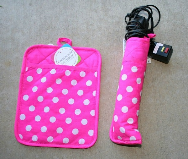 Packing a flat iron with a pot holder