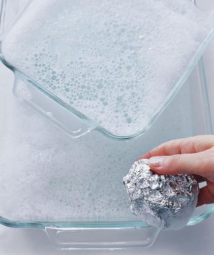 aluminum foil to clean bakeware