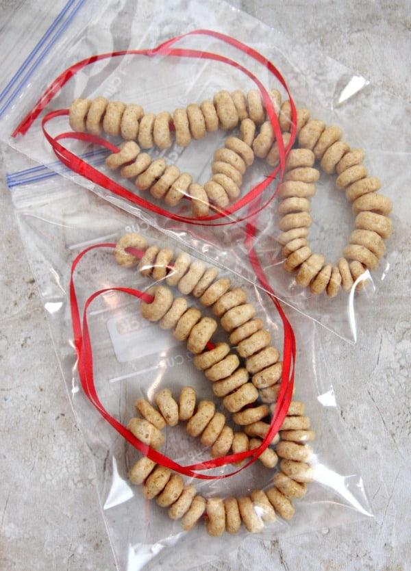 cheerio-necklaces-3