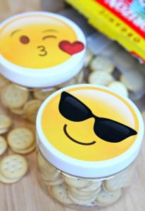 http://www.happygoluckyblog.com/wp-content/uploads/2016/09/Emoji-Snack-Cups-2-206x300.jpg