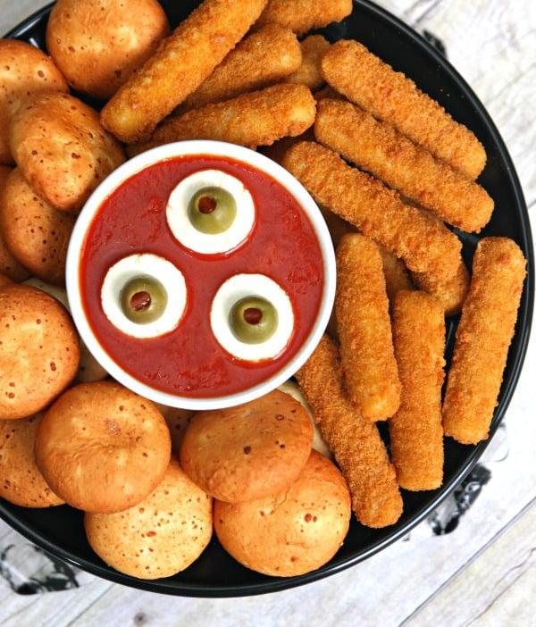 eyeball-dipping-sauce-halloween-appetizer-3