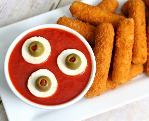 eyeball-dipping-sauce-halloween-appetizer
