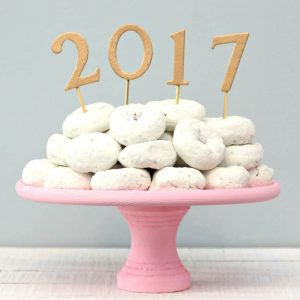 http://www.happygoluckyblog.com/wp-content/uploads/2016/12/New-Years-Cake-Topper-3-300x300.jpg