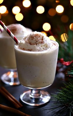 Eggnog floats - The perfect Christmas treat!