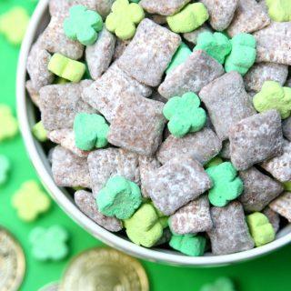 Leprechaun Chow {St. Patrick's Day Muddy Buddy Snack Mix}