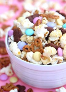 http://www.happygoluckyblog.com/wp-content/uploads/2017/04/Bunny-Bait-Easter-Snack-Mix-215x300.jpg