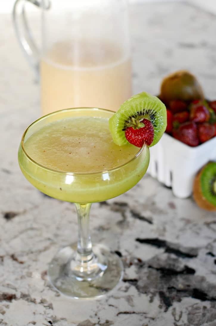 strawberry-kiwi-lemonade-margarita-cocktail-recipe