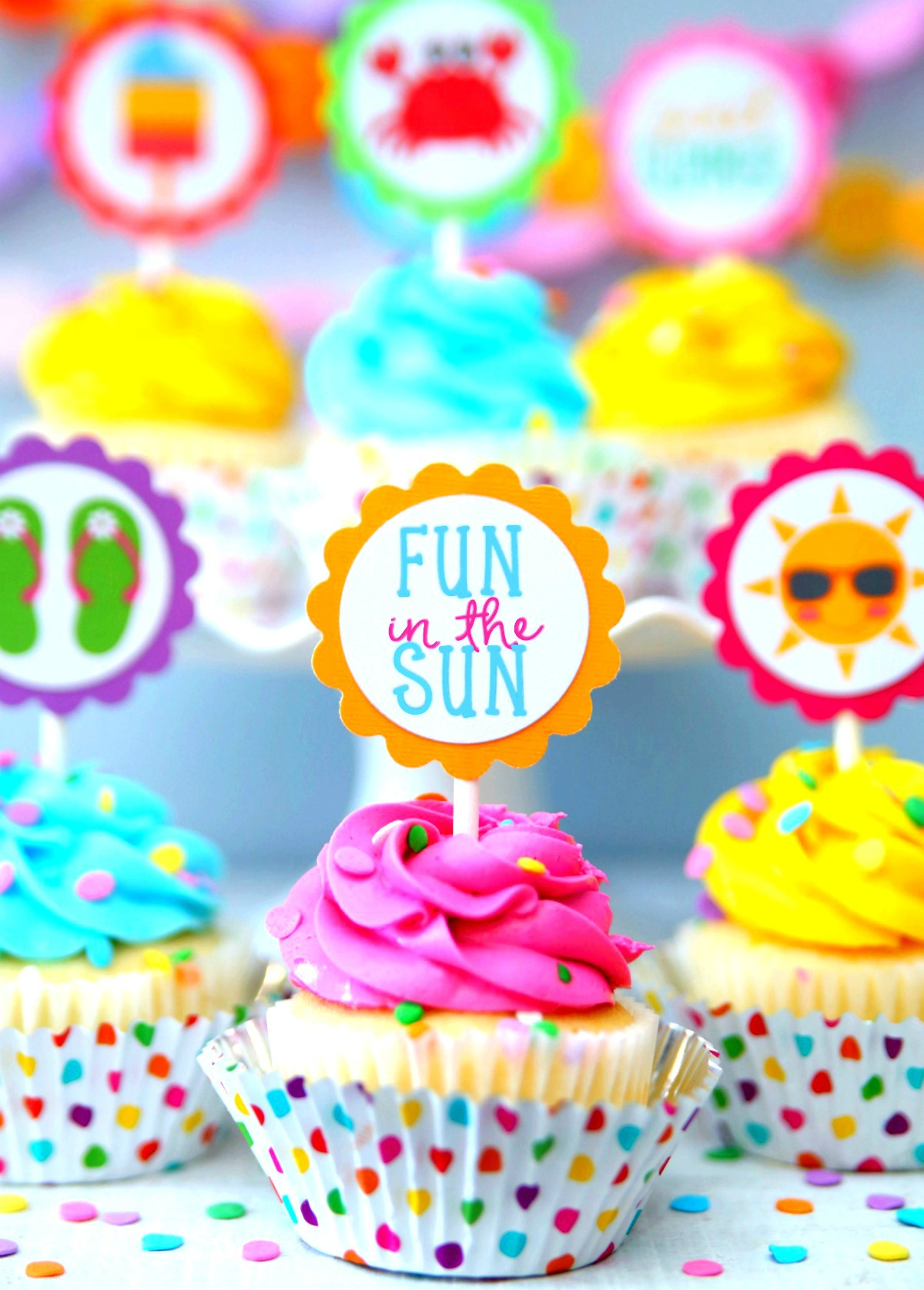 Make Summer Cupcakes with these free printable cupcake toppers