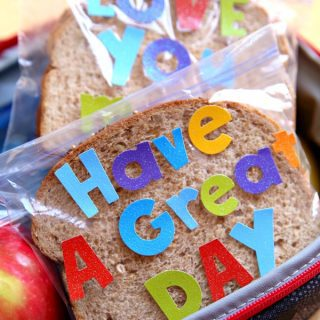 Sandwich Bag Lunchbox Notes {Craft Lightning}