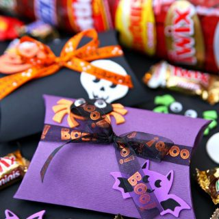 BOO it forward with DIY Halloween Pillow Boxes