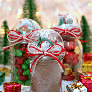 Snow Globe Mason Jars {A Must-Make Holiday Craft!}