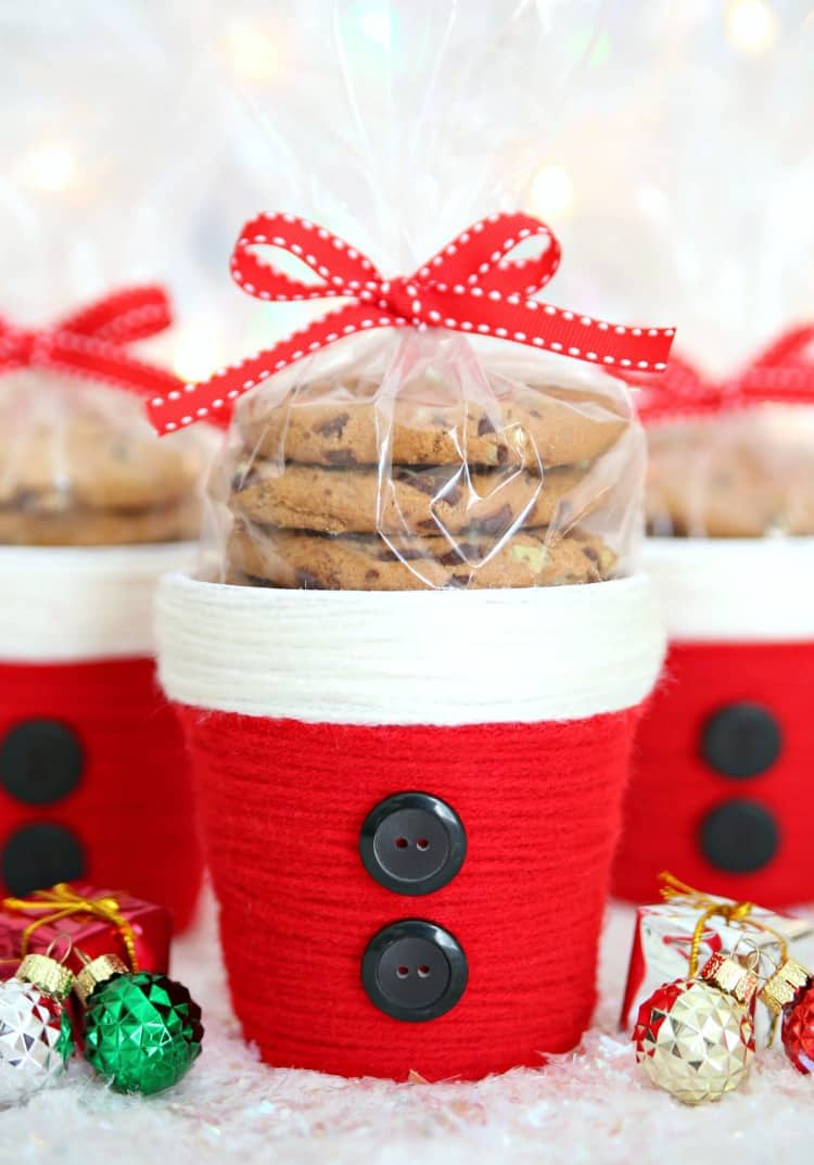 Whether you're making small party favors or small gifts for friends, you can't go wrong with these adorable yarn wrapped Santa Treat Cups. Fill them with candy, cookies, small plants, and more!