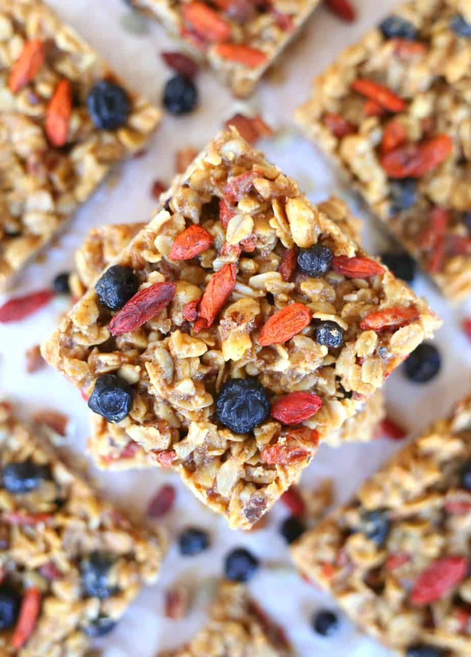 https://www.happygoluckyblog.com/wp-content/uploads/2018/01/Superfoods-Breakfast-Bars-1.jpg