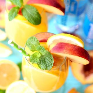 Sparkling Peach Green Tea Lemonade