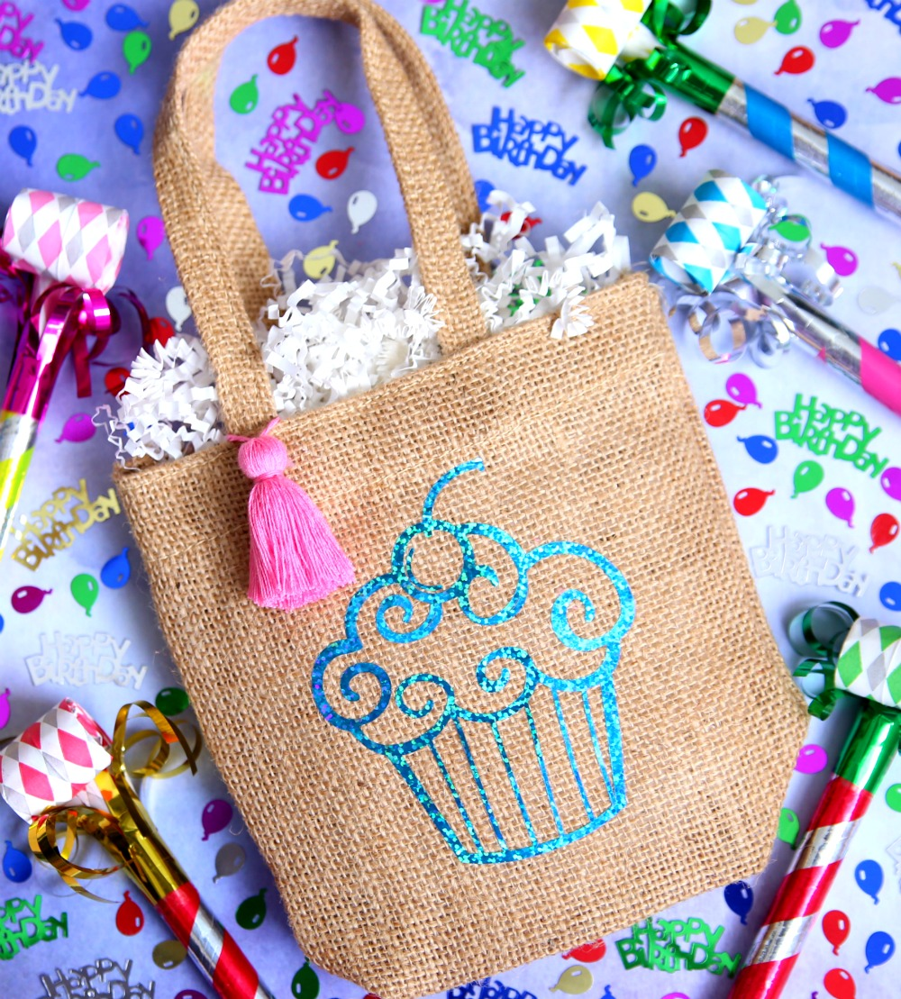 Make Custom Birthday Gift Bags With Vinyl And Your Handy Dandy Cricut A Fun 15