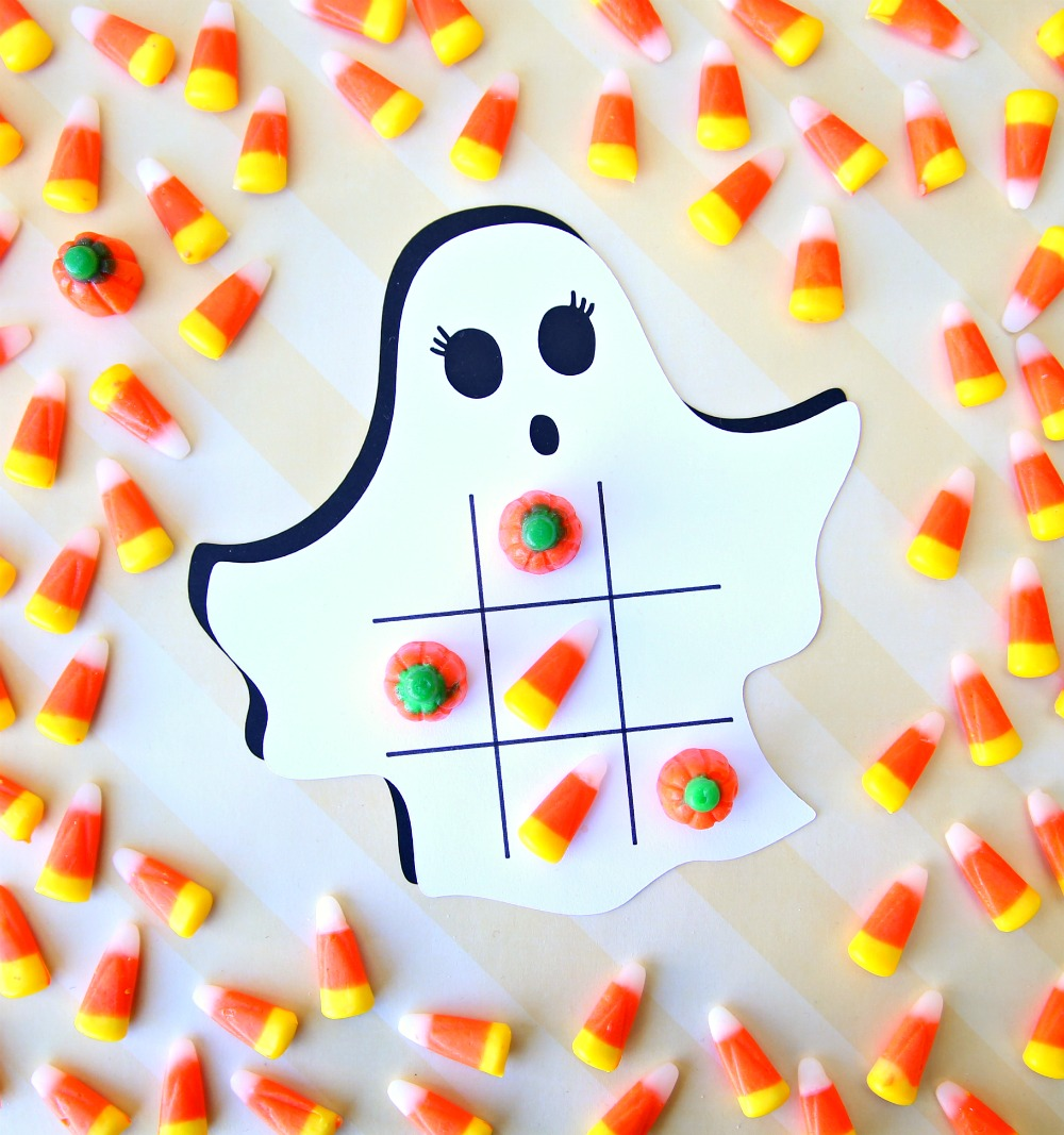 Ghost Tic Tac Toe Cricut Project- Want to play a game of tic-tac-toe this Halloween? Use your Cricut to make these festive Halloween Tic-Tac-Toe Boards. Don't forget the candy corn because they make the perfect game pieces.