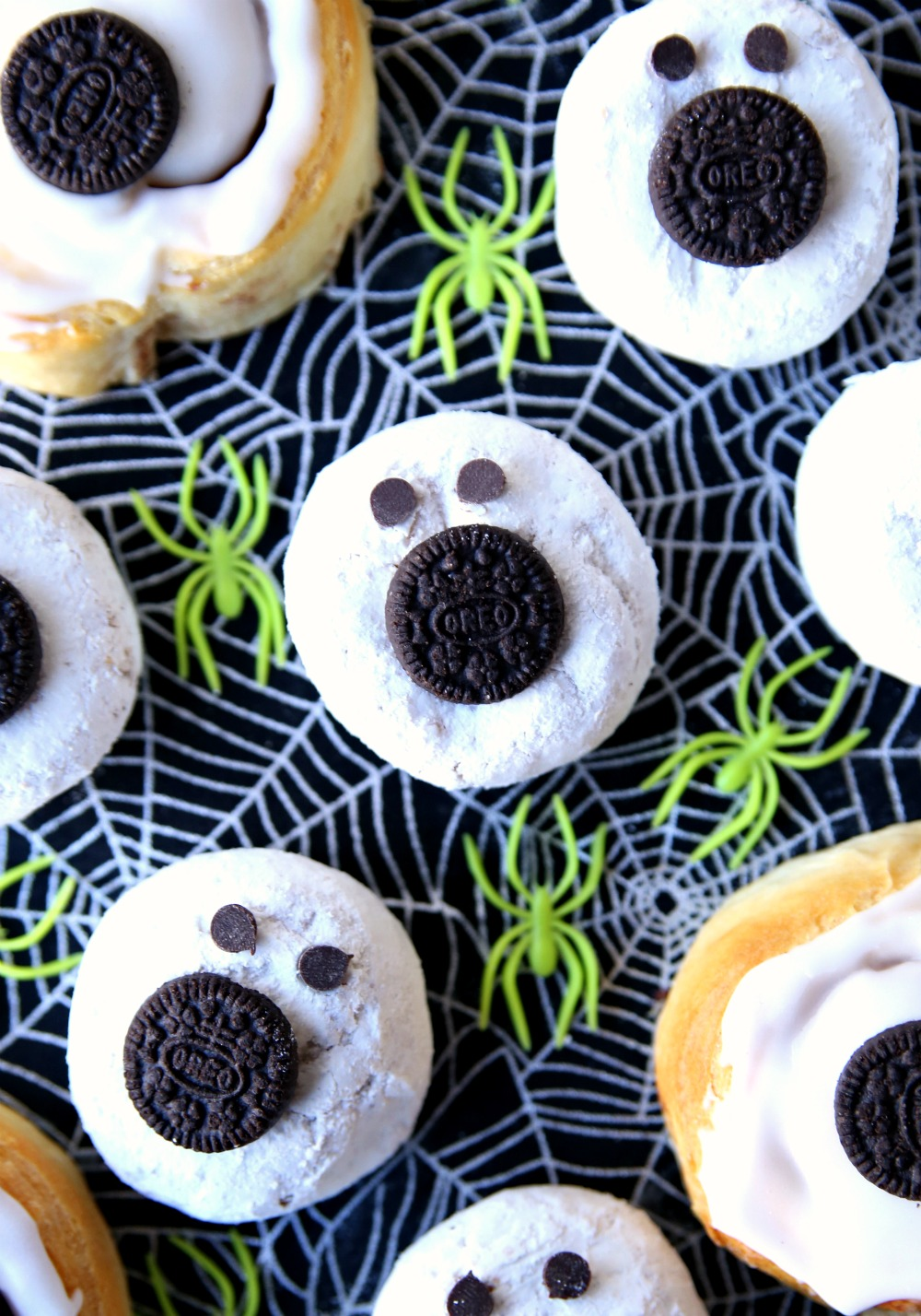 Turn donuts and cinnamon rolls into these simple and delicious Halloween Breakfast Treats.  A spooky Halloween treat that everyone will love! #halloween #halloweenbreakfasttreats #halloweentreats