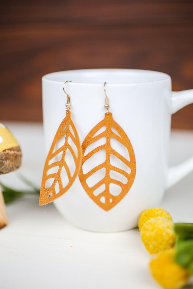 15 minute cricut projects leaf earrings