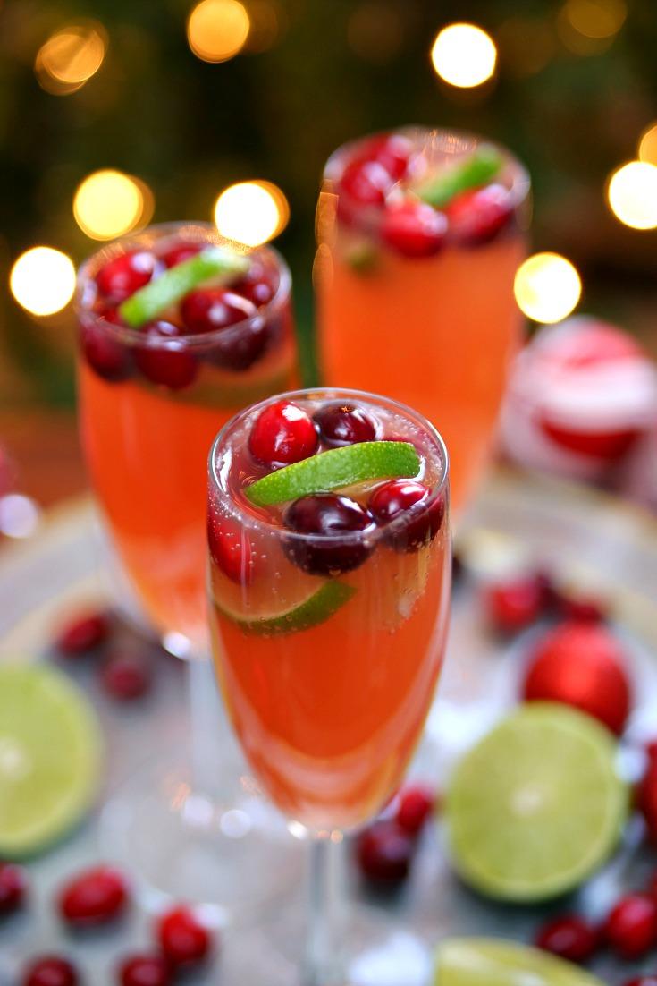 Christmas Mimosa Recipe - a delicious Christmas Mimosa for everyone. Christmas Mimosas, Christmas Mimosa Punch, Christmas Mimosa Mocktails