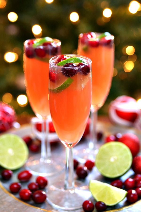 Christmas Mimosas - Cheers to delicious holiday cocktail recipes that are easy and delicious!