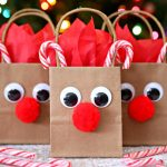 Reindeer Gift Bags - A festive holiday DIY gift bag.