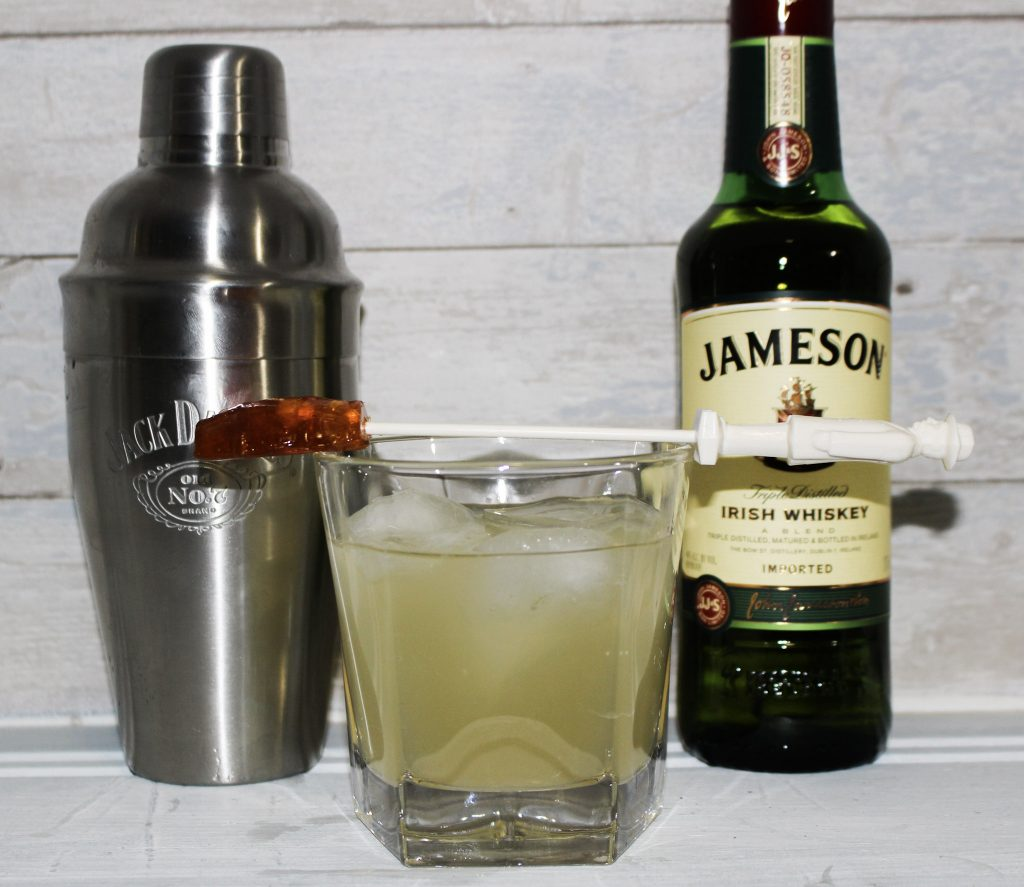 https://www.happygoluckyblog.com/wp-content/uploads/2019/03/St.-Patricks-Day-Cocktail-2.jpg