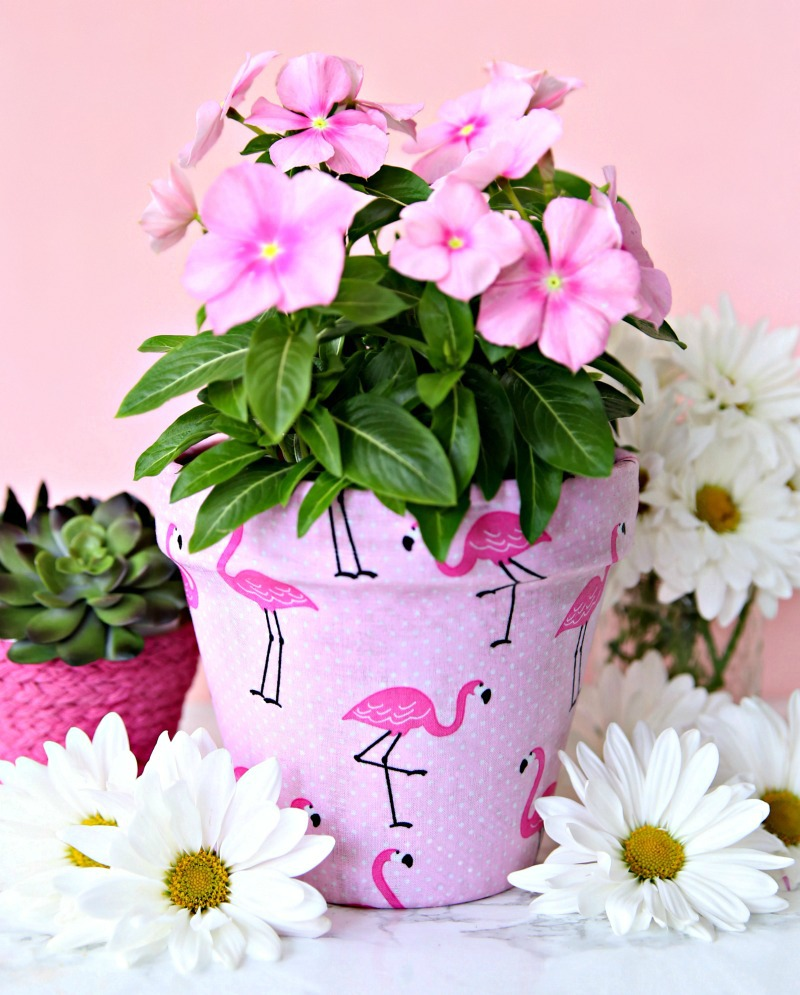 How to decorate flower pots with fabric