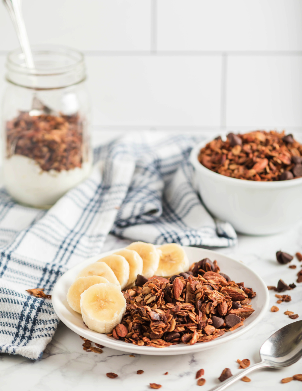 https://www.happygoluckyblog.com/wp-content/uploads/2020/07/Easy-Homemade-Granola-301.jpg